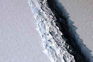 Rift in Antarctica Larsen C Ice Shelf